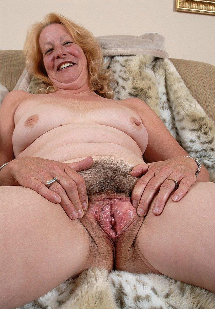 ее старая большая лохматая пизда порно фото растегает халатик